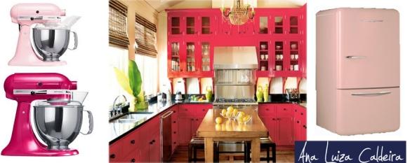 Cozinhas: Existem muitas opções de eletrodomésticos e utensílios nessa cor. Copos, escorredor de loucas, geladeira, batedeira etc. Para os mais ousados, a própria marcenaria, em laca ou em formica.
